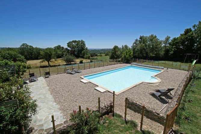 piscine avec vue sur la vallée